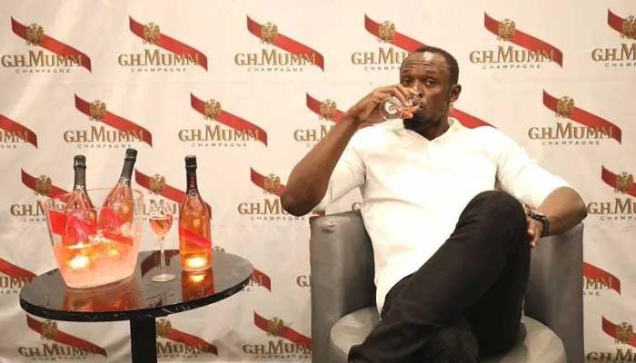 Bolt se acerca a la música y a las bebidas con alcohol