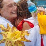 Gana medalla de oro en natación