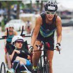Beth James participa del Ironman en Hawaii con su hija