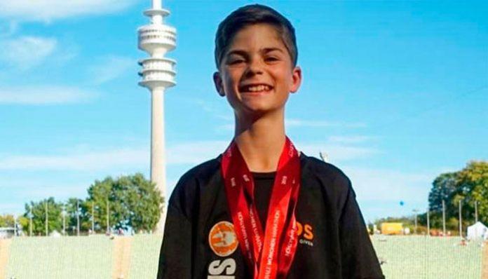 Con 14 años corre maratón